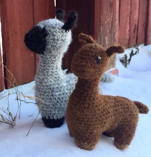 Stuffed alpacas